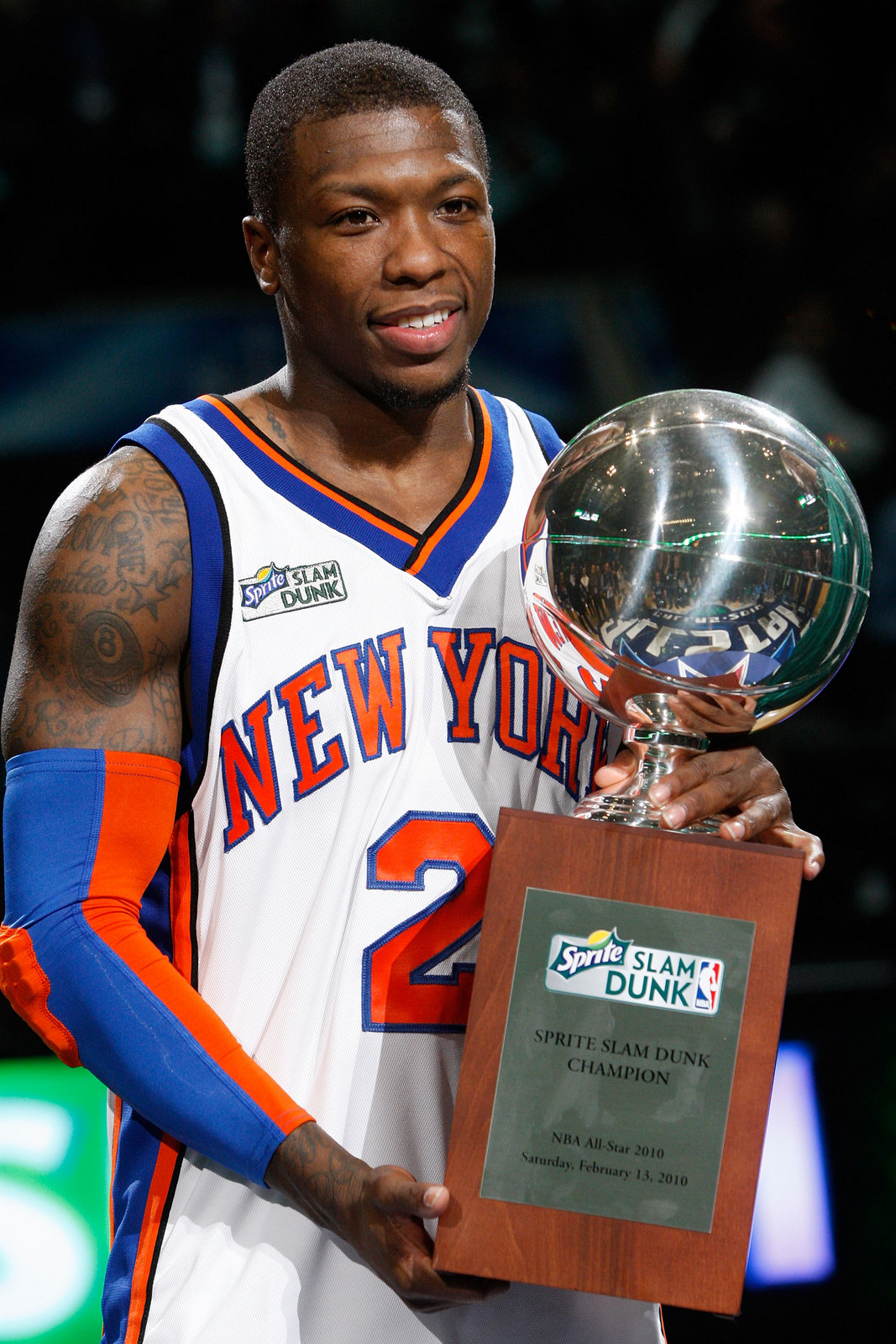 nate robinson going under the legs of a 7